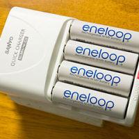 320px-Eneloop_AA_ja_on_charger
